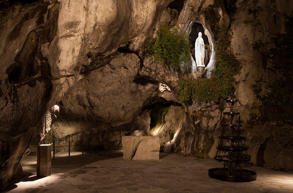 LOURDES – Esplanade de la grotte